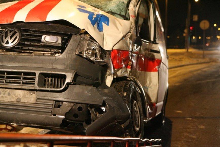 Į avariją patekęs greitosios pagalbos automobilis