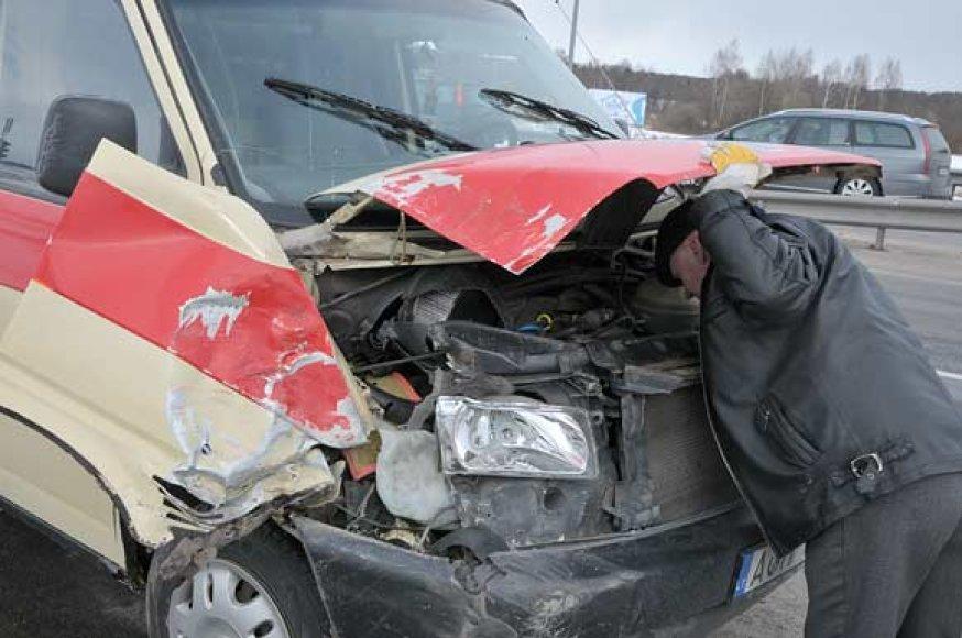 Į avariją patekęs ligoninės automobilis