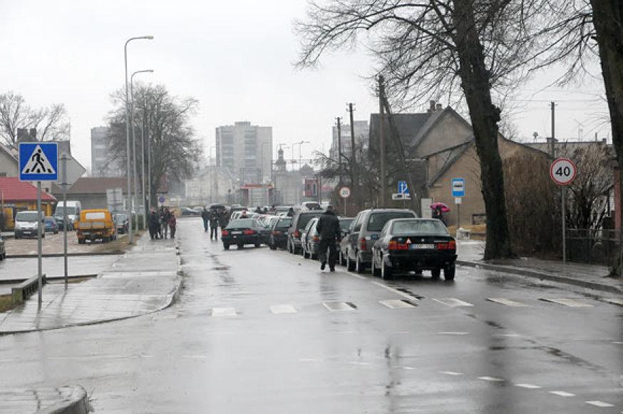 Automobilių eilė prie pasienio punkto Panemunėje