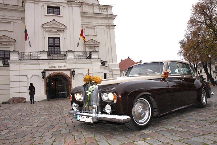 "Senovinis automobilis ""Rolls Royce"""