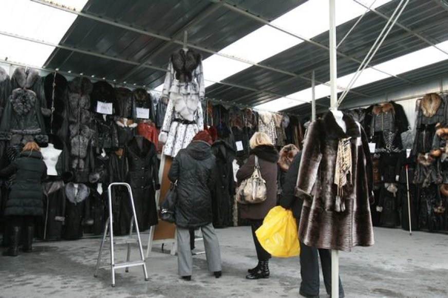 Sulėtėjus ekonomikai reikėtų kontroliuoti, kur išleidžiamas kiekvienas litas ir nesusigundyti pirkti nereikalingų, tačiau pigiau parduodamų daiktų.