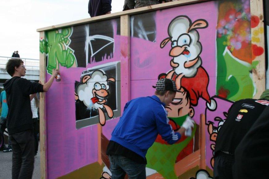 """Grafitų festivalyje """"NESCAFÉ Street Art 2010"""" triumfavo vilniečiai."""