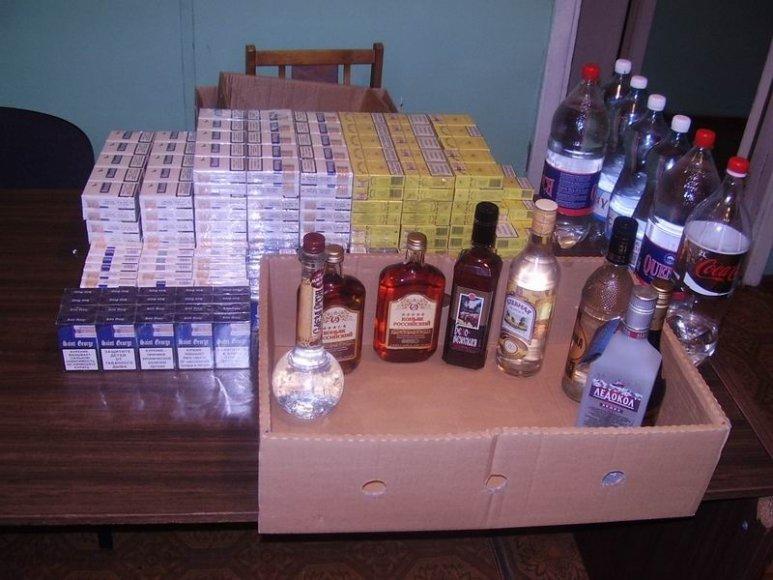 Vilnietės namuose rasta 380 pakelių kontrabandinių ir įvairių gėrimų.