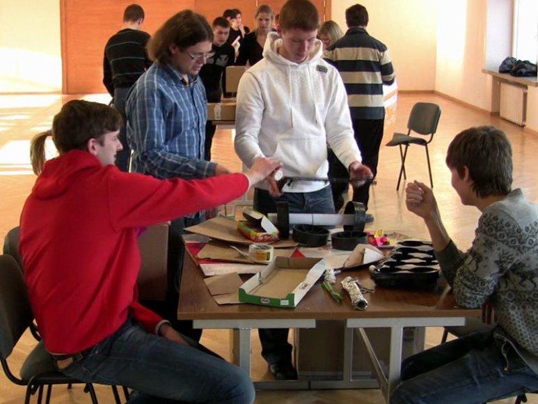 """KTU BEST tradiciškai organizuoja pavasario kursus """"Robot wars""""."""