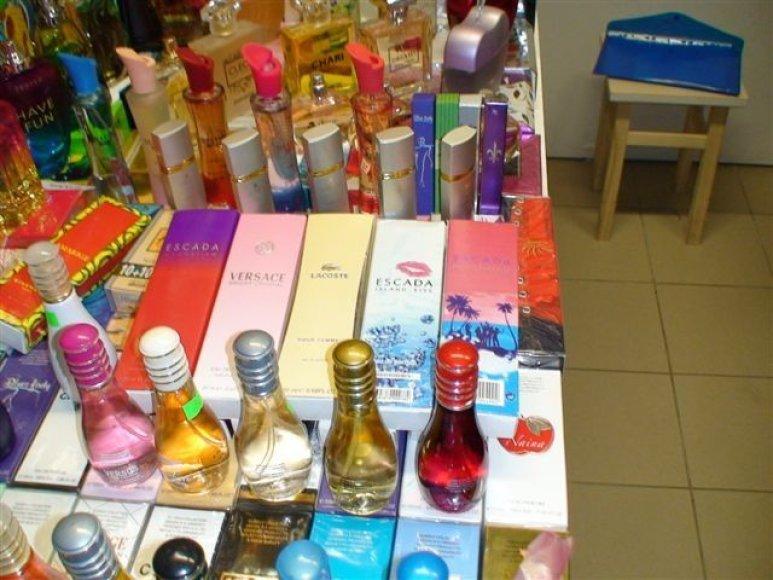 Vilniaus prekyvietėse sulaikyta daugiau kaip 300 klastotų prekių.