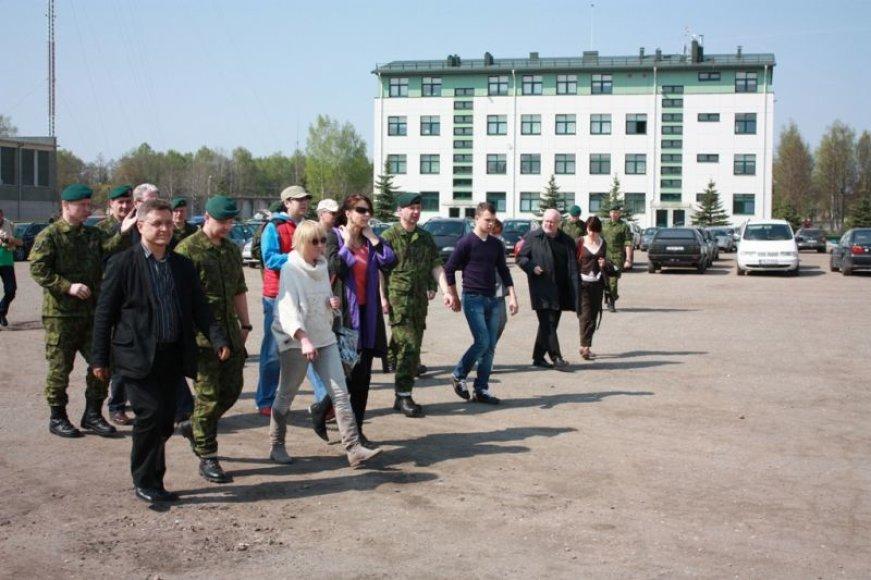 Seimo nariai lankėsi Rukloje dislokuotuose kariuomenės padaliniuose.