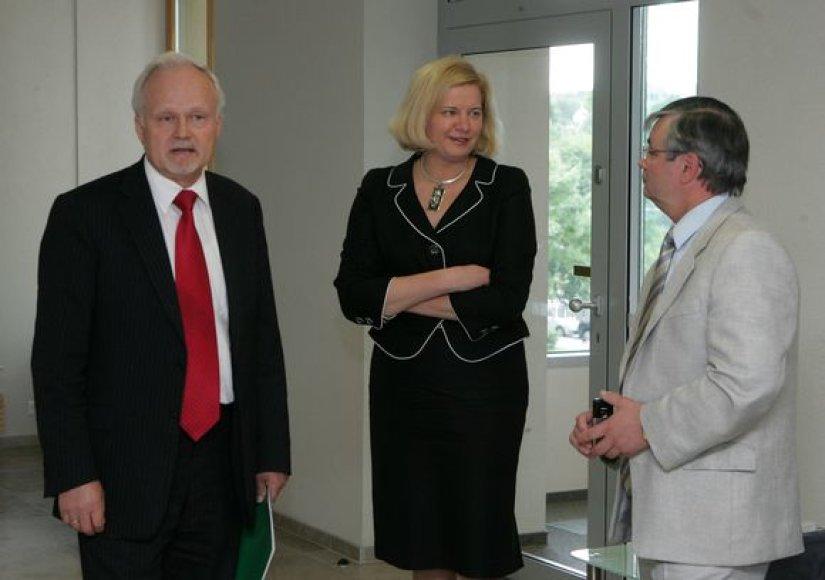 Aušra Rauličkytė (viduryje)