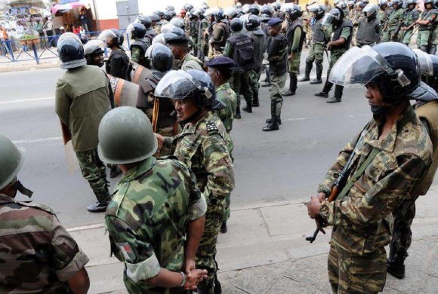 Madagaskaro kariai ir policininkai