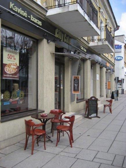 Pernai lauko kavinių sezonas Kaune prasidėjo balandį. Šiemet pirmieji staliukai Laisvės alėjoje išdygo jau kovo 13 dieną.