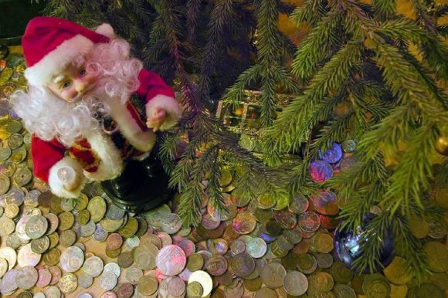 Taupyti per Kalėdas žmonės pradėjo jau pernai: pirko kuklesnes dovanas, mažiau puošė namus, mieliau rinkosi pačių gamintą, o ne pirktinį maistą.