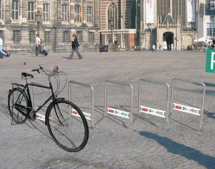 Taip atrodys naujieji dviračių stovai.