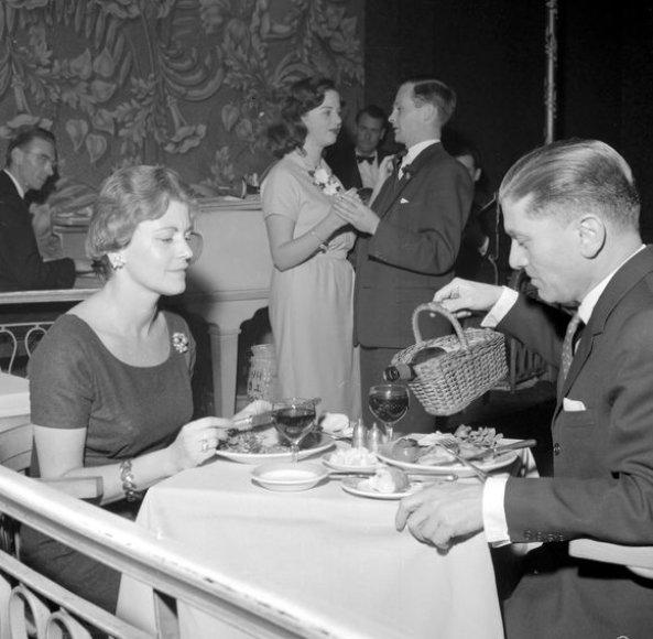 Egonas Ronay'us su žmona 1959-aisiais
