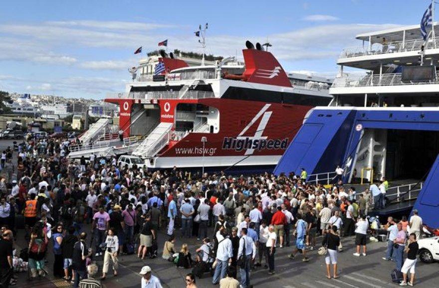 """Pirėjo uoste """"įstrigo"""" tūkstančiai turistų."""