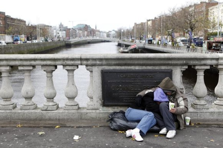 Po to, kai Airija paprašė paramos, baiminamasi, kad į prašytojų eilę išsirikiuos Portugalija, Ispanija, Italija.
