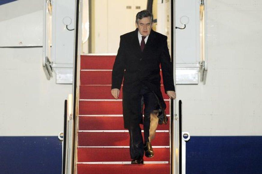Gordonas Brownas atvyko į JAV.