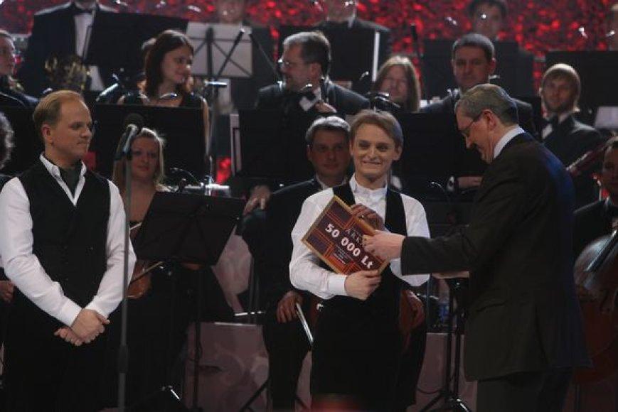 """Simboliniai medaliai bus įteikti ne tik """"Triumfo arkoje"""" nugalėjusiam L.Mikalauskui (nuotr.), bet ir Kauno miesto simfoninio orkestro direktoriui bei dirigentui."""