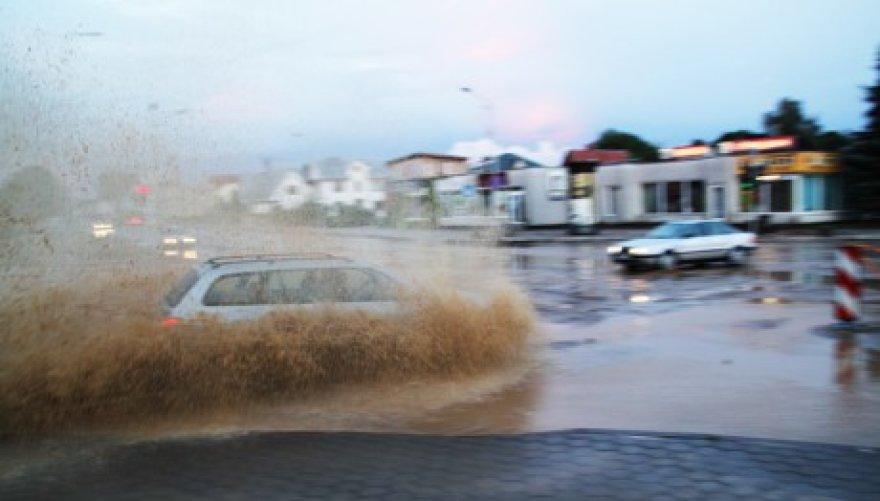Stiprus lietus vėl užklupo Alytų.