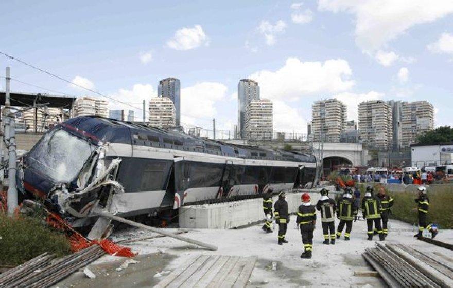 Traukinys, avariją patyrė Neapolyje.