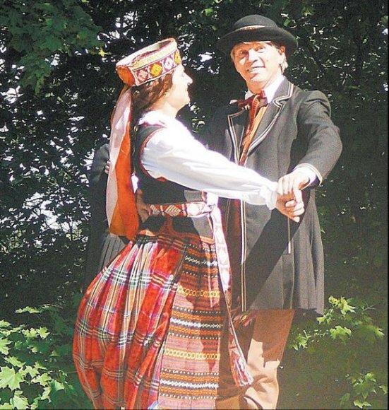 Ministras D.Jankauskas mėgsta suktis šokio ritmu.