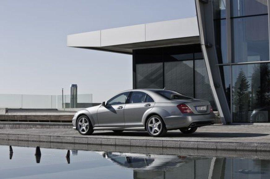 Mercedes-Benz pristato 2009 metų S-klasę.