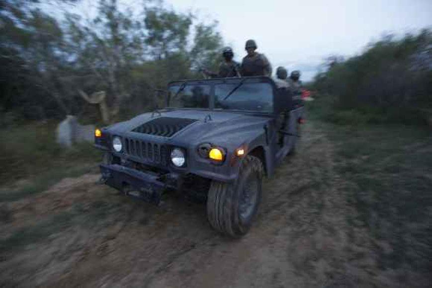 Meksikoje kariuomenė susirėmė su gaujų nariais.