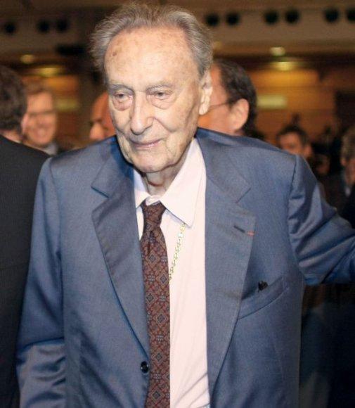 Konjako magnatas Kilianas Hennessy mirė būdamas 103 metų.