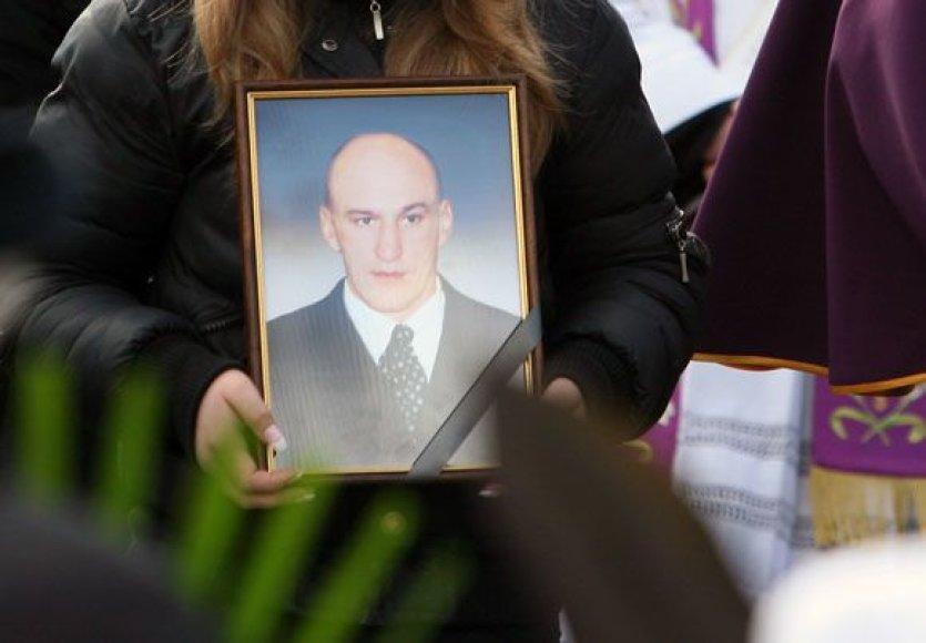 Sekmadienį Petrašiūnų kapinėse palaidotas Kauno nusikalstamo pasaulio veteranas Algirdas Žemaitis, pravarde Kukas.