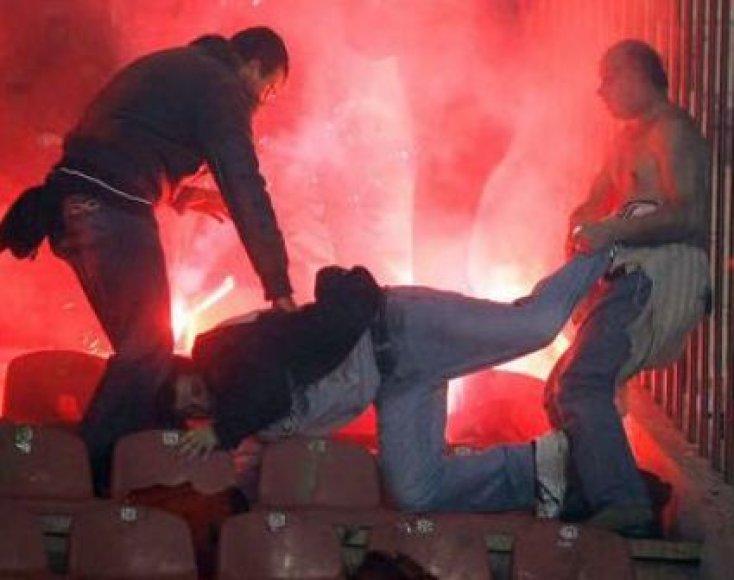 Futbolo chuliganų veiksmai neša nuostolius federacija