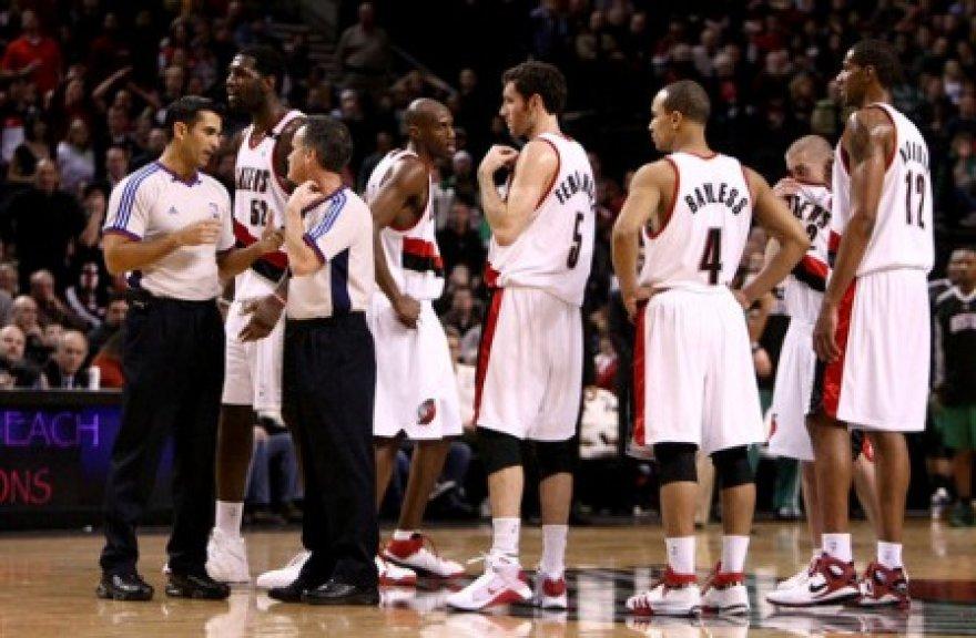 Teisėjai pagaliau pestebėjo šešis krepšininkus aikštėje vienu metu