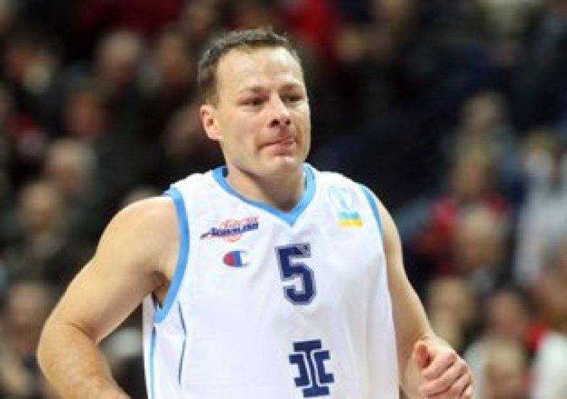 Krepšininko karjerą baigęs Rolandas Jarutis kol kas sunkiai tvarkosi su naujomis pareigomis