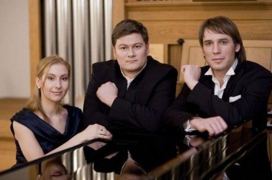 Pianistė Birutė Asevičiūtė, Merūnas Vitulskis ir Jonas Sakalauskas