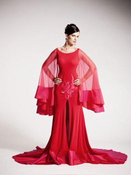 """""""Mis Lietuva 2010"""" dalyvė su dizainerės Julijos sukurta suknele"""