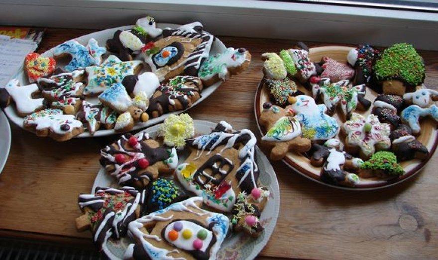Margaspalviai, įvairių formų kalėdiniai sausainiai