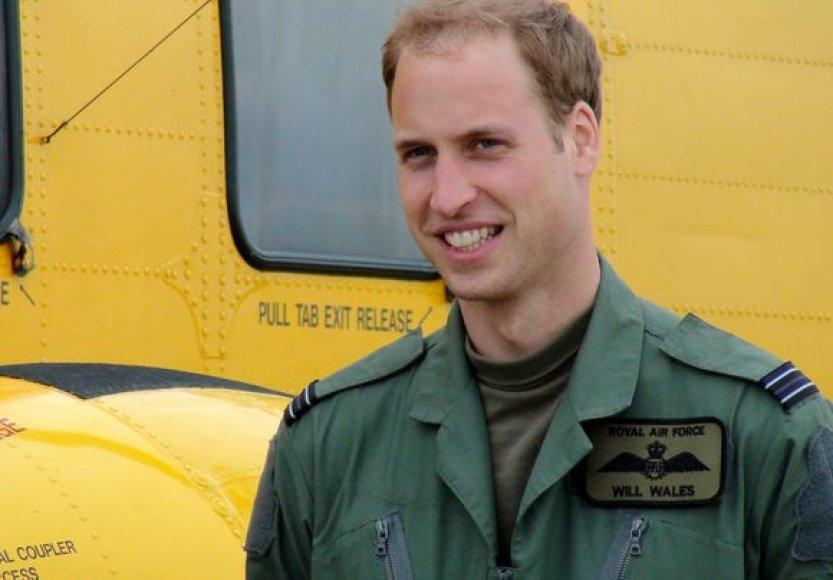 Princas Williamas taps Britanijos karinių oro pajėgų sraigtasparnio lakūnu–gelbėtoju.