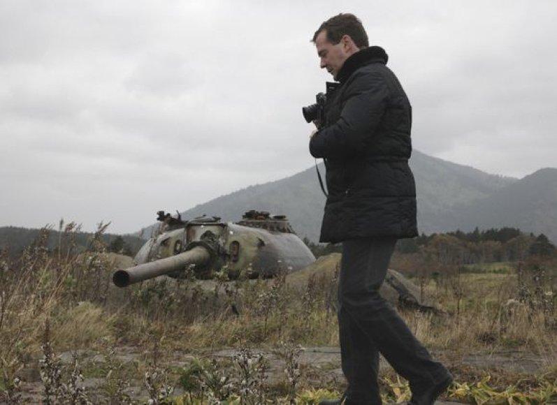 Rusijos prezidentas Dmitrijus Medvedevas pirmadienį lankėsi vienoje iš Kurilų salų.