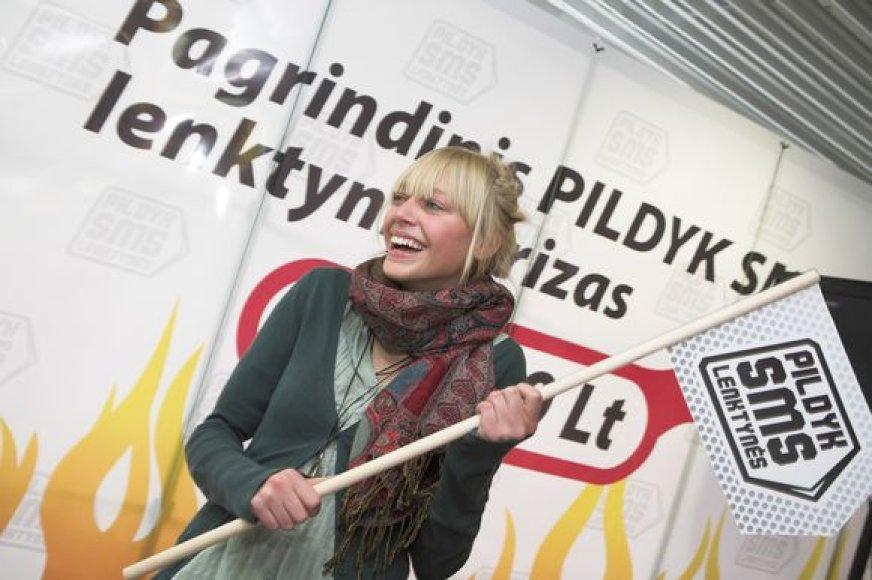 Vos 51,63 sekundės užtruko 17-metė moksleivė Marija Dagytė rašydama 151 simbolio SMS žinutę lietuviškais rašmenimis.