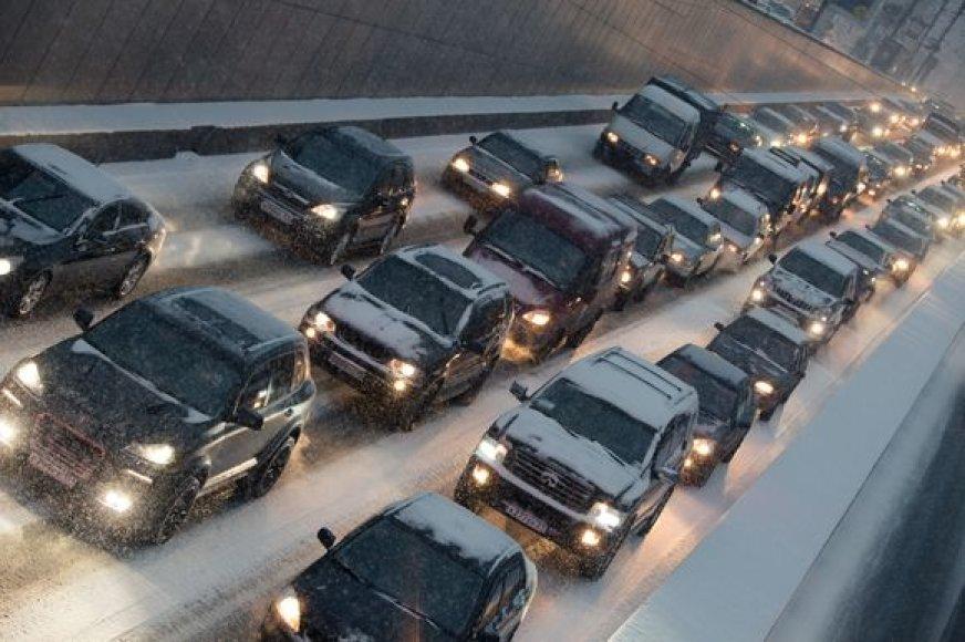 Dėl sniego Maskvoje susidarė 894 kilometrų ilgio spūstys.