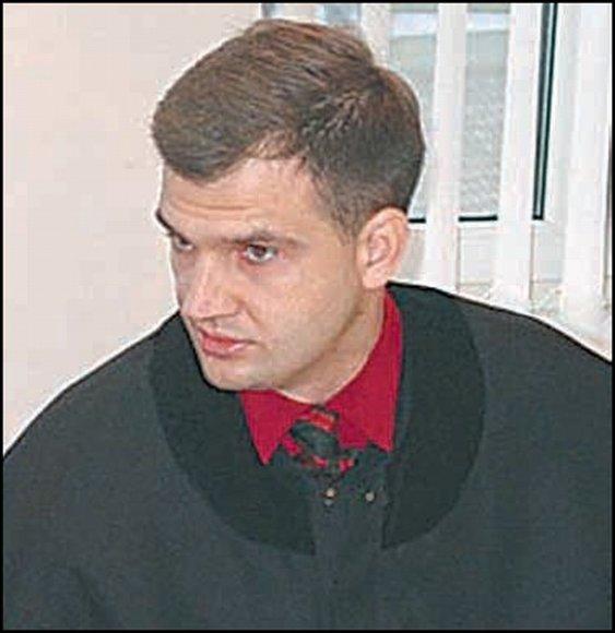 Advokatas A.Marapolskas skandalingai minimas nebe pirmą kartą – jo sudaryta sutartis su D.Budrevičiene leido susižerti trečdalį priteistos jai sumos.