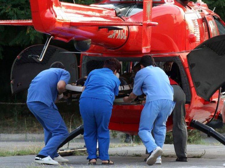Į ligoninę gabenami sužeistieji.