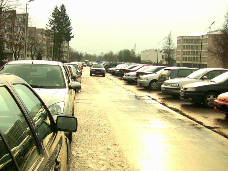 KTU Studentų miestelyje – parkavimo problemos.