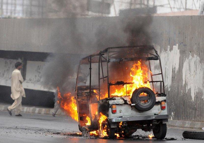 Karačyje politinė nesantaika sukėlė smurto protrūkį.