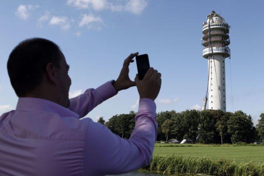 Nyderlanduose dėl gaisro nugriuvo vienas aukščiausių televizijos bokštų.
