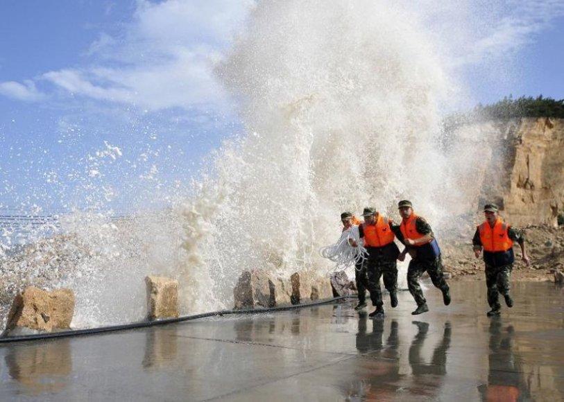 Kinija ruošiasi smarkiausiam per kelerius pastaruosius metus taifūnui.