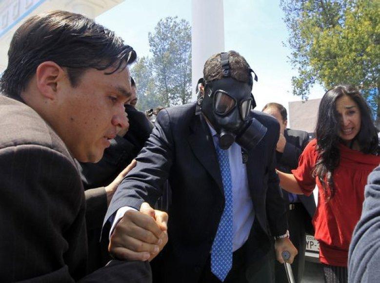 Prezidentas Rafaelio Corre taip pat nukentėjo nuo maištautojų.