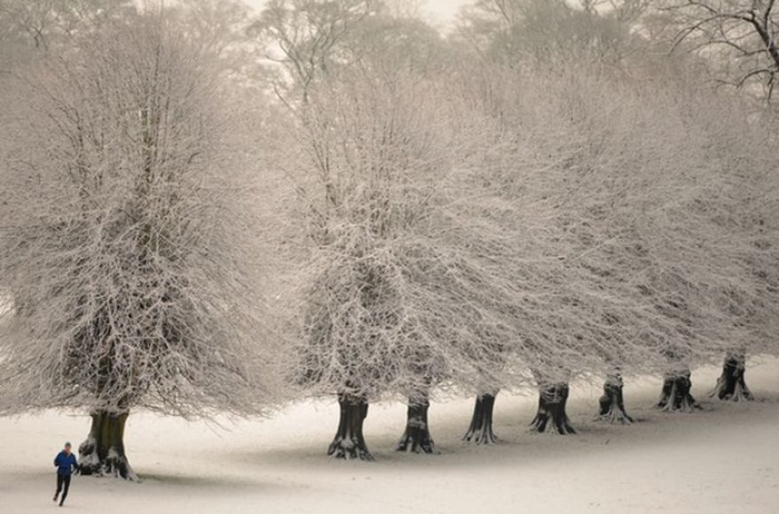 Britai gali džiaugtis tikra žiema, didelės sniego dozės  sukelia ir problemų, tačiau vis tiek džiugina mažus ir didelius.