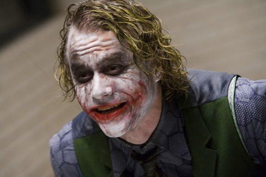 "Aktorius Heathas Ledgeris filme ""Tamsos riteris""."