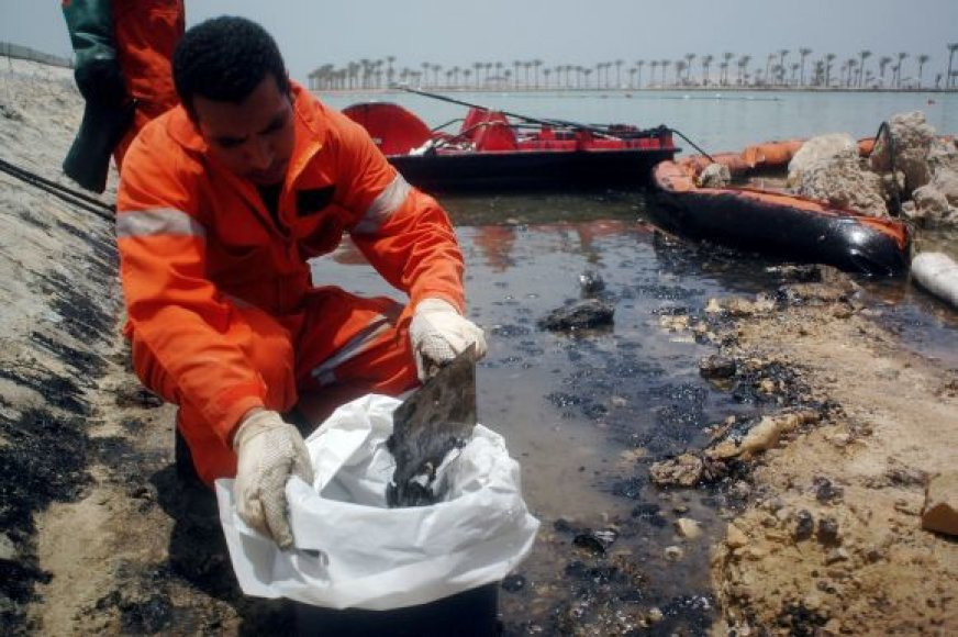 Naftos dėmės Hurgadoje