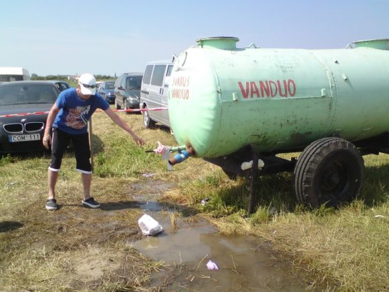 Vandens talpos atgaivino šimtus žmonių.