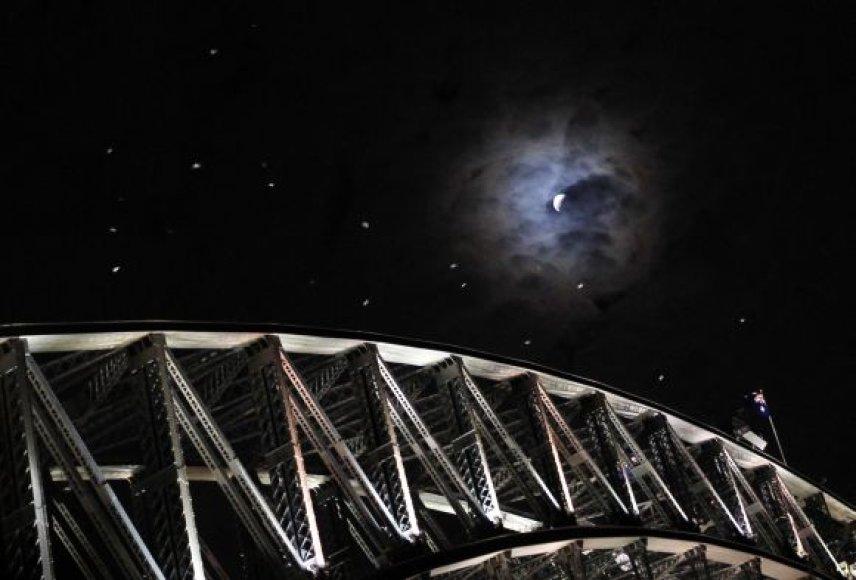 Visiškas Mėnulio užtemimas sutraukė minias smalsuolių Sidnėjuje.