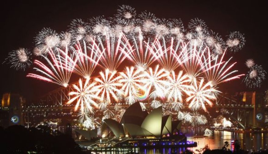 Įspūdingas fejerverkų spektaklis Sidnėjaus uoste (Australija)